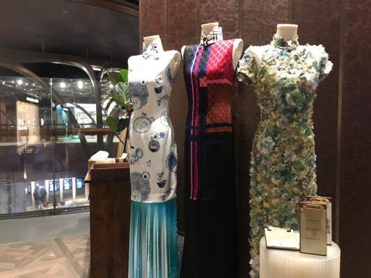 在K11 Musea 期限店裡,展示了其中三套曾被香港小姐及國際小姐穿著示範過的藝術旗袍。