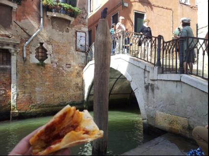 橋下的水巷午餐