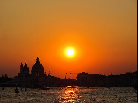 日落下的威尼斯