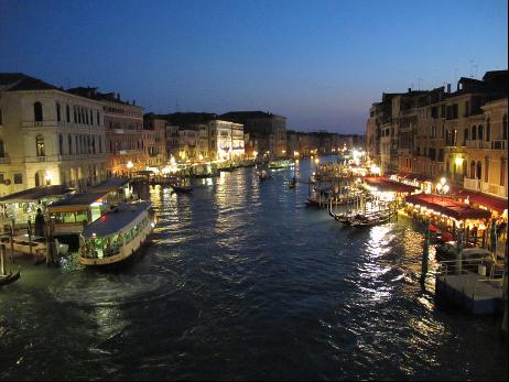 從里亞托橋望大運河,如畫般的美