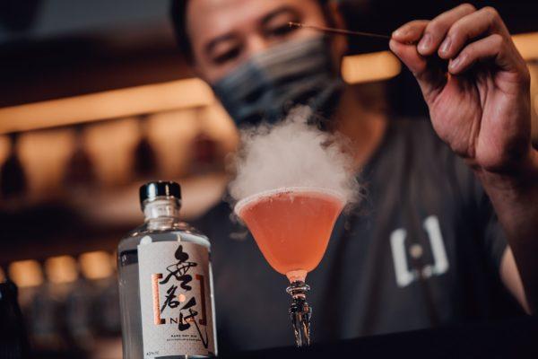 參加者可透過「以酒之名」氈酒工作坊,了解氈酒的歷史、釀製過程及品酒技巧。