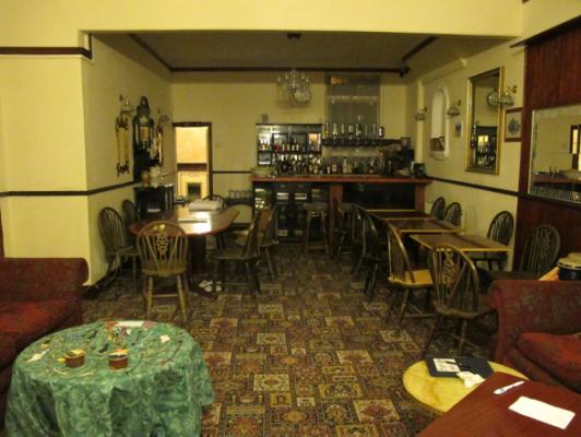 旅館大廳,也是旅館的小酒吧