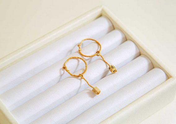 Tayma曾收藏過不少古董飾物。這一對耳環就是她其中一個心頭好,足有二千年歷史的羅馬古董耳環。