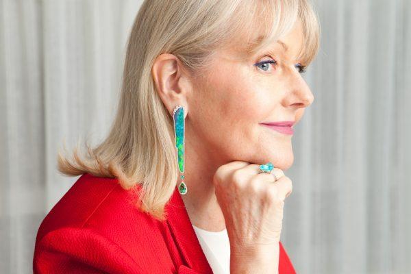 為慶祝品牌三十周年,Tayma特別設計了「奧羅拉極光」澳寶耳環,以長達7厘米的澳寶(Opal)作為主,寶石的形狀為獨一無二。