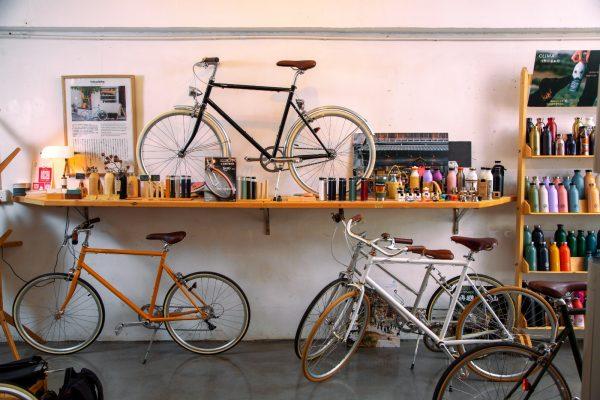 線條簡約的城市單車。