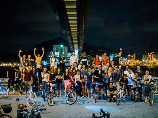 Hughes透過社交平台作推廣,吸引了一班對單車遊有興趣的「粉絲」。