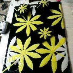 karpet karakter daun hitam