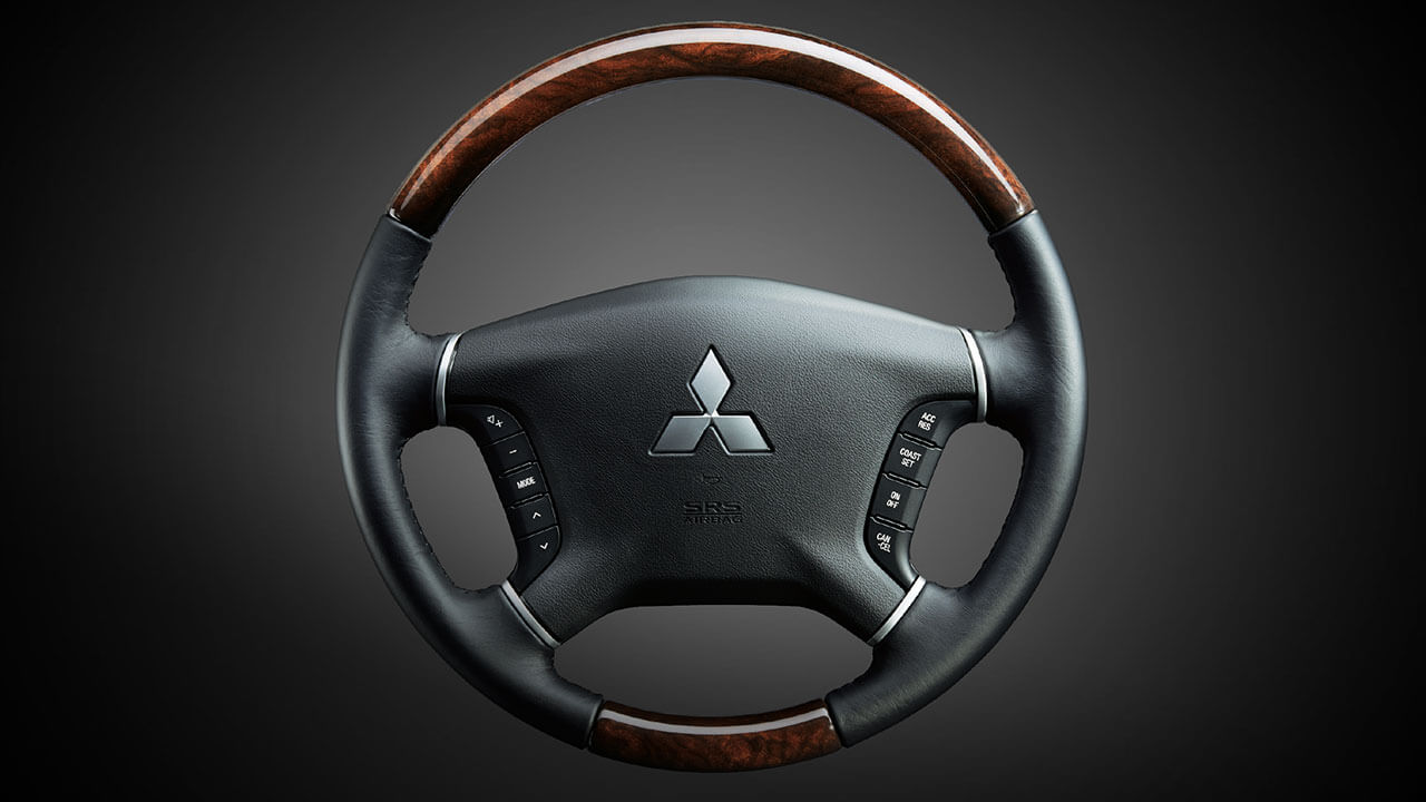 Luxurious wood-printed steering-wheel
