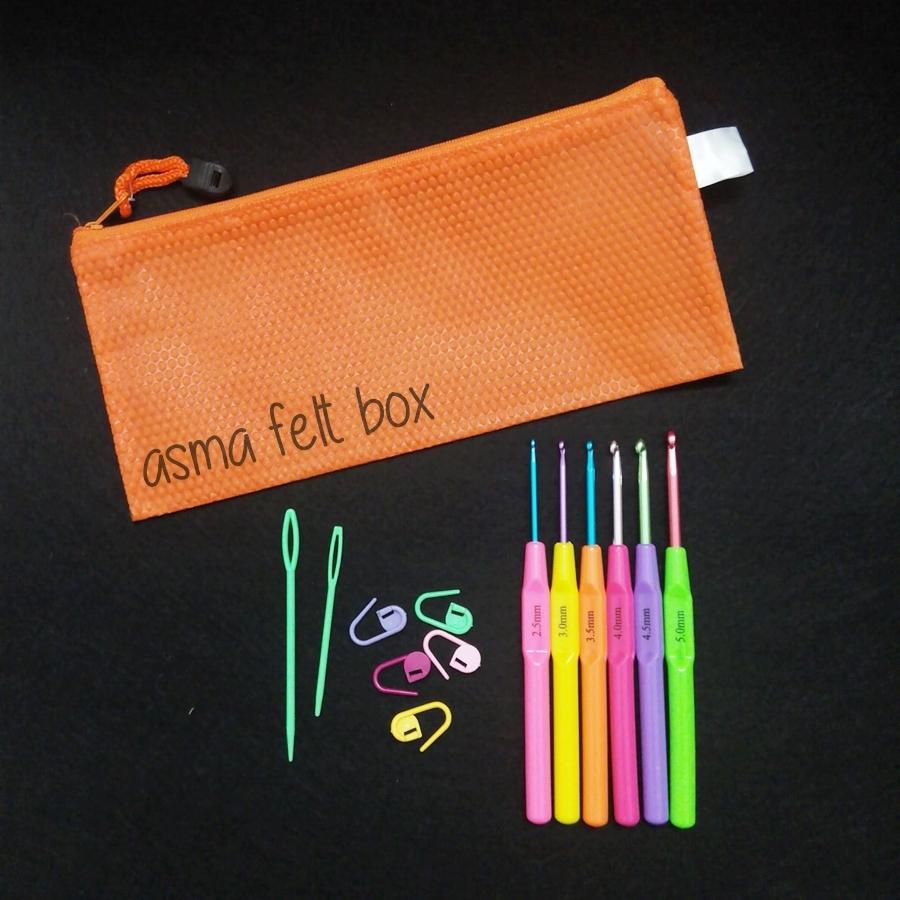 set crochet hook colour.jpg