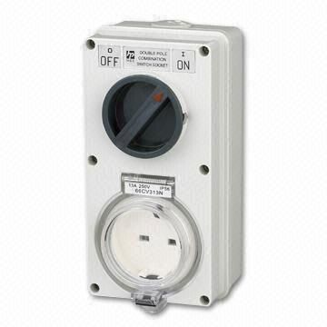 Weather-proof-Socket-Outlet-Suitable-for-13A-3-pin-Plug-Complying-to-BS-1363-Pt1