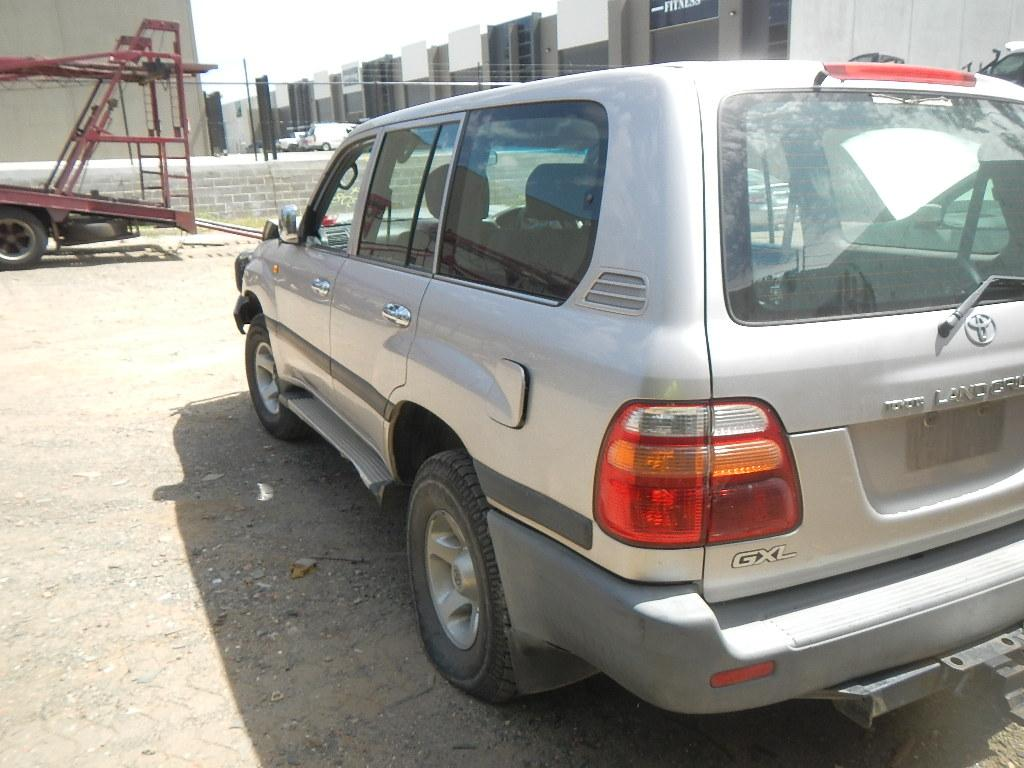 Details about TOYOTA LANDCRUISER LEFT TAILLIGHT 100 SERIES, KOITO 60-70,  492307 Kms