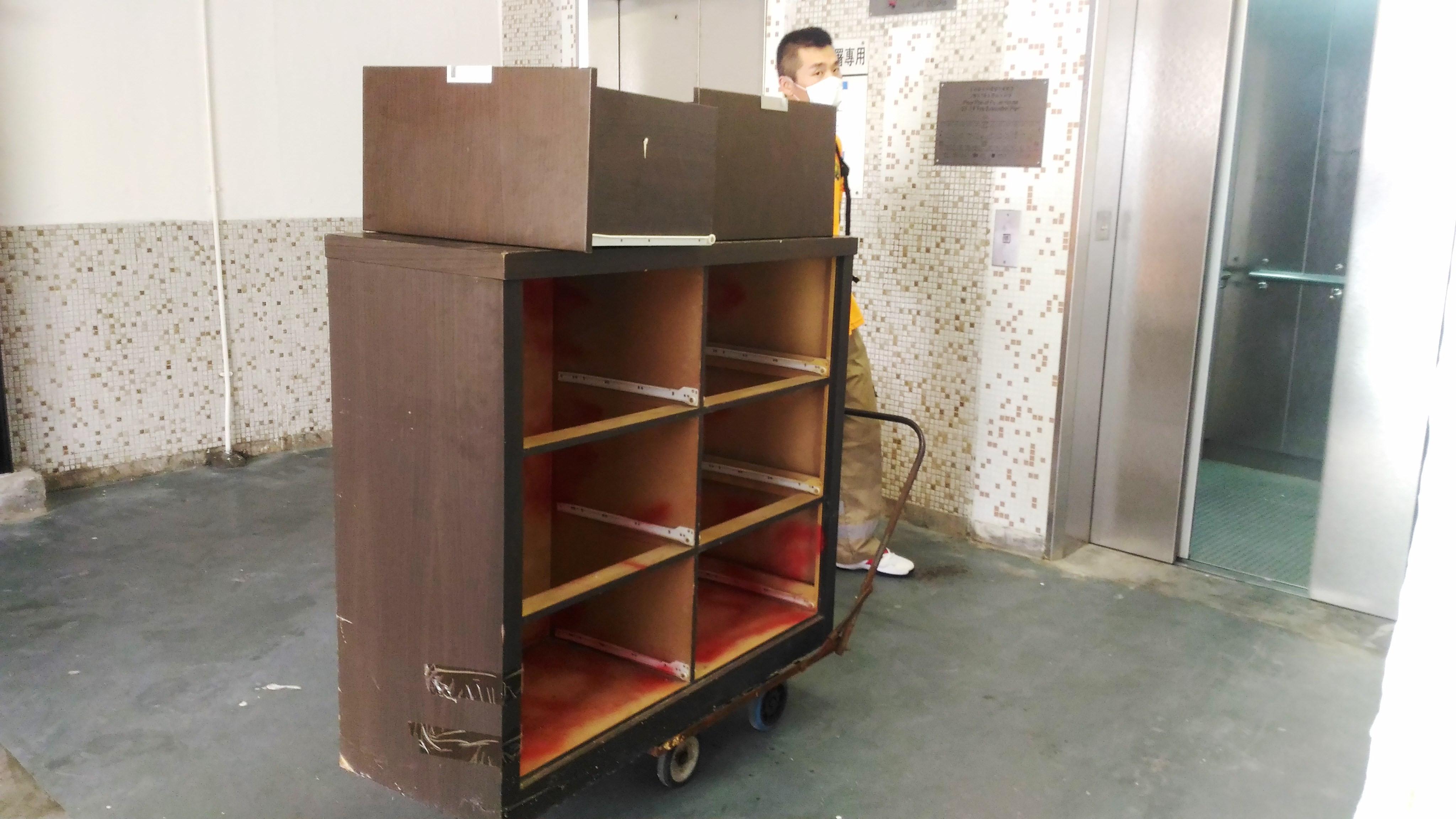 捐贈及搬運桌椅 (國際十字路會)