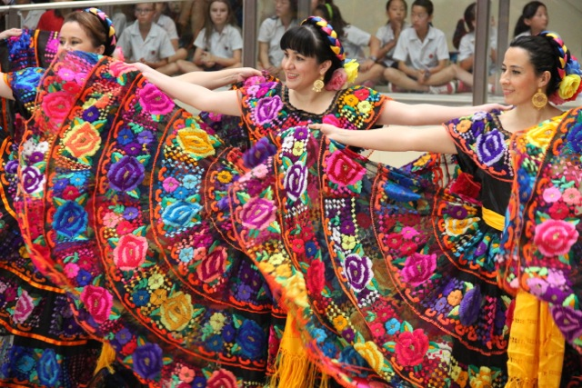 essay on mexican culture Culture and societynovember 30, 2004mexican culturethe group that i am studying is the mexican culture it is a much diversified culture in the paper that follows i will write about one holiday that the mexican people celebrate, and to touch base with.