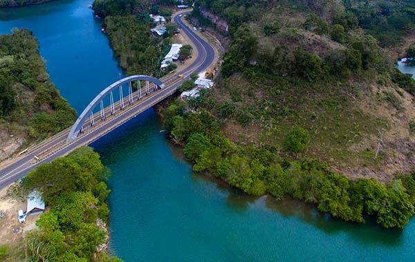 jembatan di Pantai Bajulmati Malang