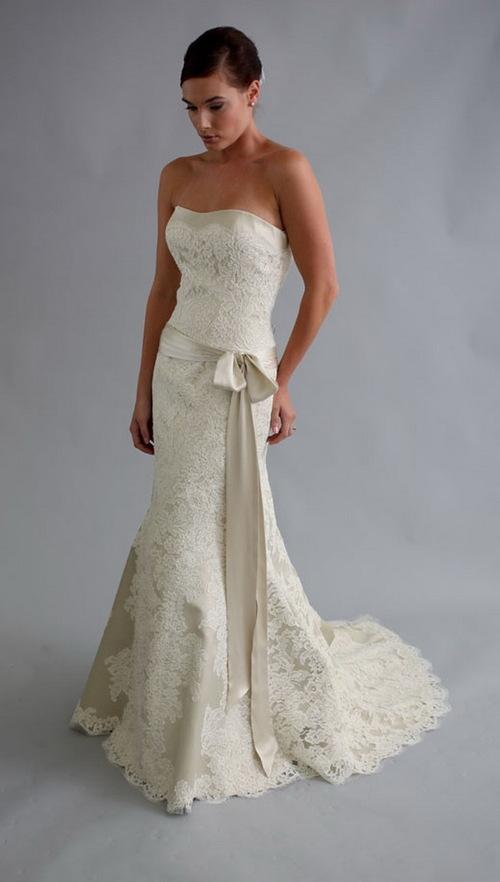 Váy đuôi cá có nhiều phong cách, thiết kế khác nhau chứ không bó hẹp như bạn tưởng. Chiều dài của váy có thể vừa chấm gót, cũng có thể kéo dài sát đất, tùy vào lựa chọn của cô dâu.
