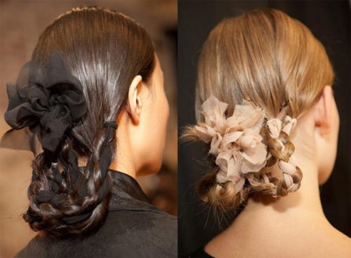 Các lọn tóc khi bện được kết hợp cùng với dải lụa nhiều màu sắc do bạn chọn lựa.