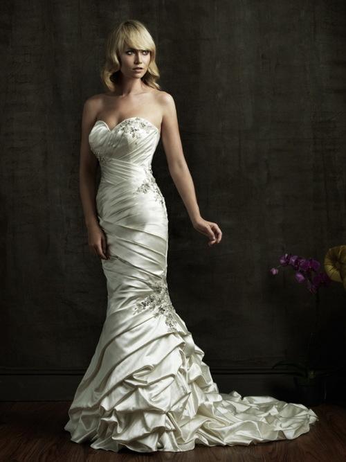 Kiểu váy cưới này đặc biệt thích hợp với những cô dâu có vòng hông to. Vòng ba của cô dâu sẽ 'tròn trịa' hơn với phần thân ôm sát cơ thể.