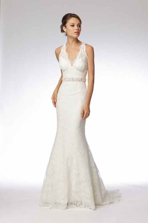 Được nhiều ngôi sao của Hollywood ưa chuộng và diện trên thảm đỏ, năm 2011, kiểu váy cưới đuôi cá trở lại, điệu đà và lộng lẫy hơn.