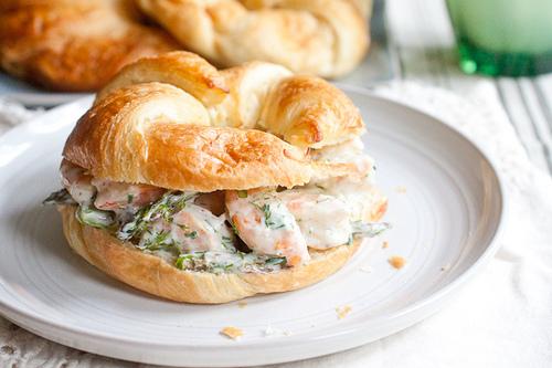 smells-like-home http://www.smells-like-home.com/2013/05/roasted-shrimp-and-asparagus-salad/