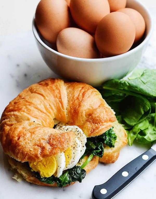 rachelschultz http://rachelschultz.com/2014/10/16/breakfast-croissant-sandwich/