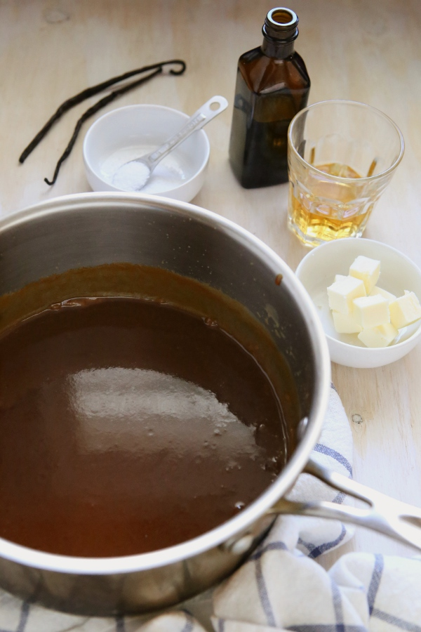 completelydelicious http://www.completelydelicious.com/2014/10/how-to-make-caramel-two-ways.html
