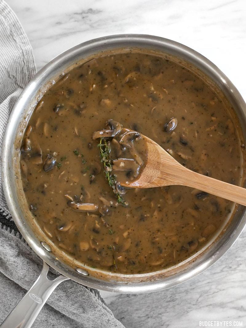 香煎牛扒配紅酒蘑菇肉汁醬