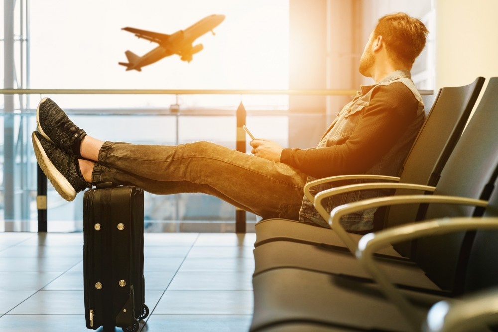 airport-3511342_1920