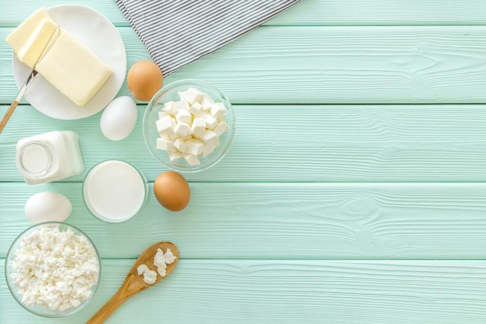乳製品,例如牛奶和乳酪,對眼睛有益。這些產品含有維他命A和鋅,維他命A保護角膜,而鋅可有助從肝臟將維他命帶給眼部。