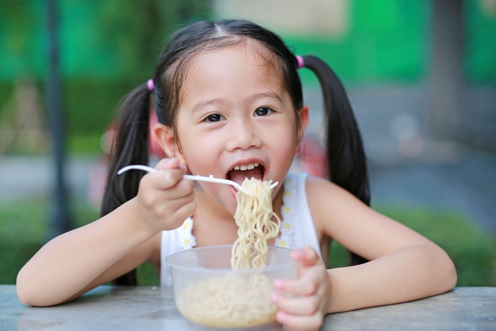 據世界即食麵協會數據,印尼去年的即食麵消耗量為世界第二大,達125億份,僅次於人口多數倍的中國,比印度與日本合計還要多。