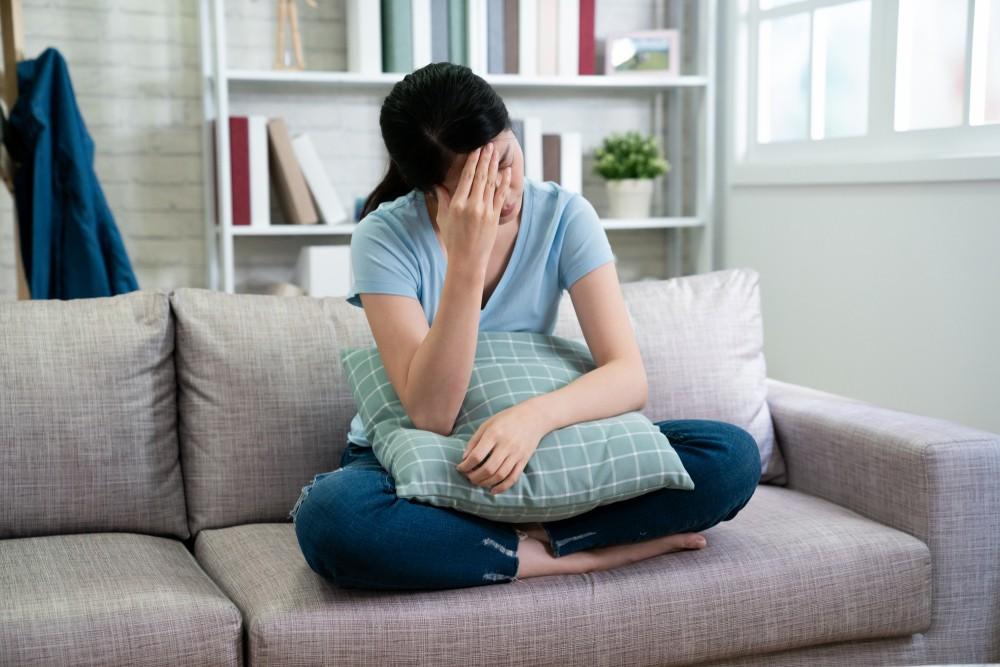 當精神壓力大、情緒激動時都容易引起胃部收縮,嚴重時就會出現胃痙攣的症狀。