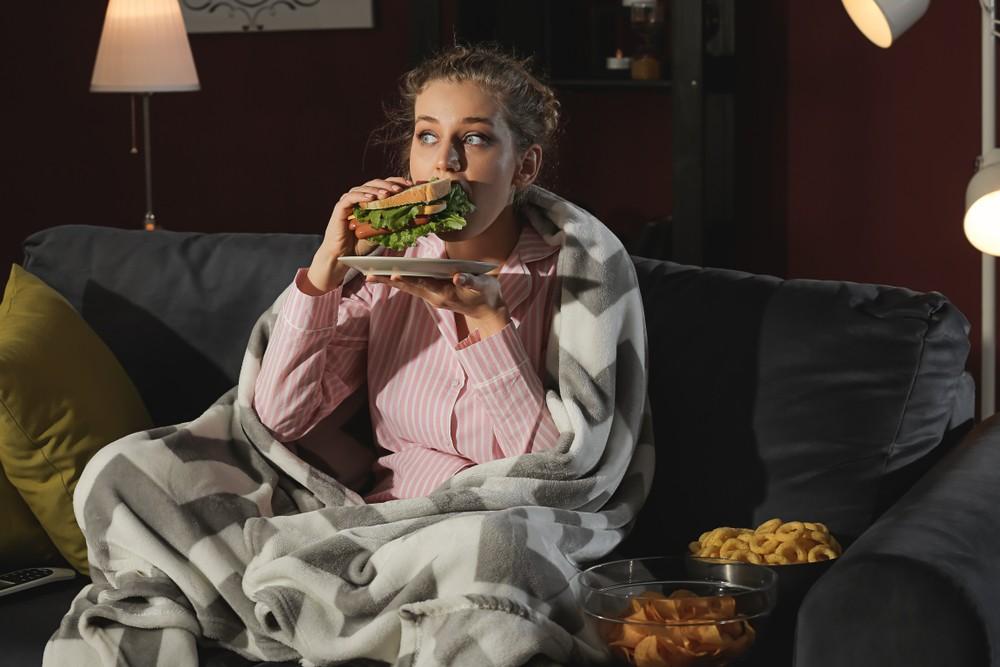 進食也會影響到生理時鐘,不按時間吃飯會造成生理時鐘紊亂。