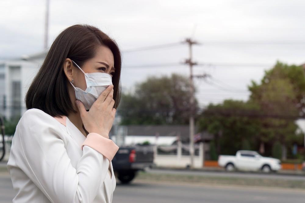 口罩具有阻隔液體與飛沫微粒通過的功能,較為常用的是外科口罩。