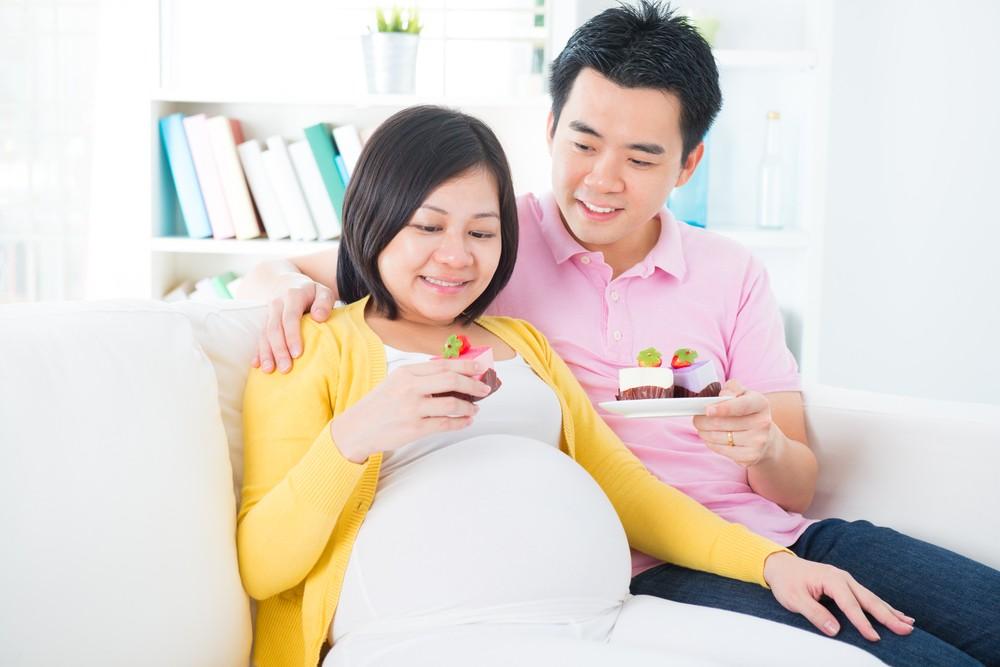 在孕期內,準媽媽可能都喜歡偏甜、偏酸,或容易嘔吐,而這些食物為酸性,會直接侵蝕琺瑯質,令象牙質,導致牙齒敏感。