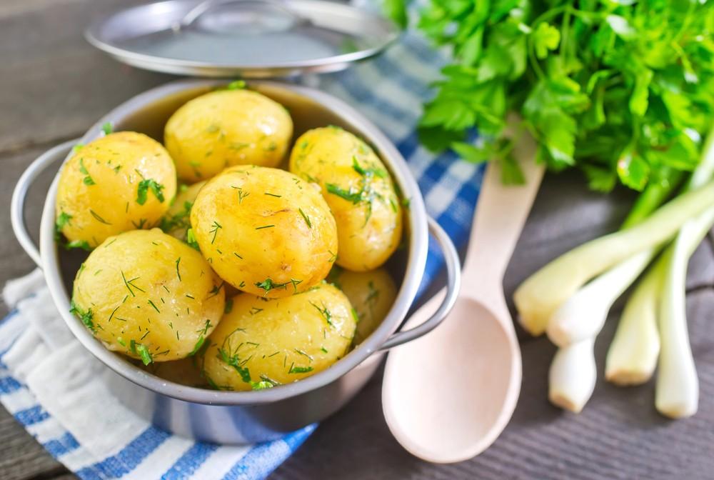 大的烘焙馬鈴薯,每份可提供8克的蛋白質。馬鈴薯含有其他營養,例如鉀和維他命C。