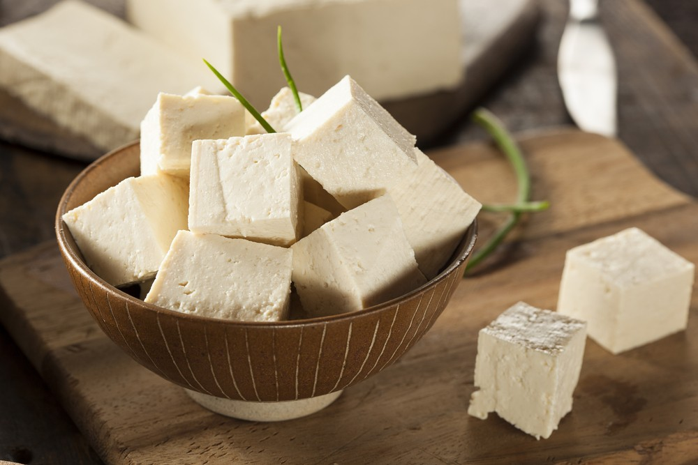 大豆異黃酮被指可有助減低壞膽固醇水平。有研究指出,每日進食大豆 (soy) 或能減低患上心血管疾病的指標,包括體重、BMI,及總膽固醇。