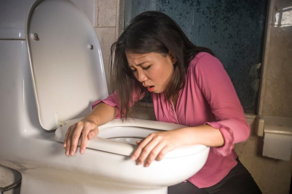 米酵菌酸中毒的話,患者會出現腹痛及嘔吐等病徵。
