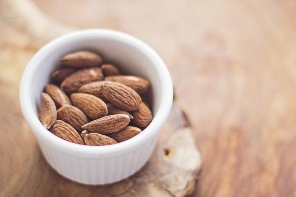 每半杯杏仁,就含16.5克的蛋白質。另外,也含充足的維他命E,對皮膚和眼睛有益。