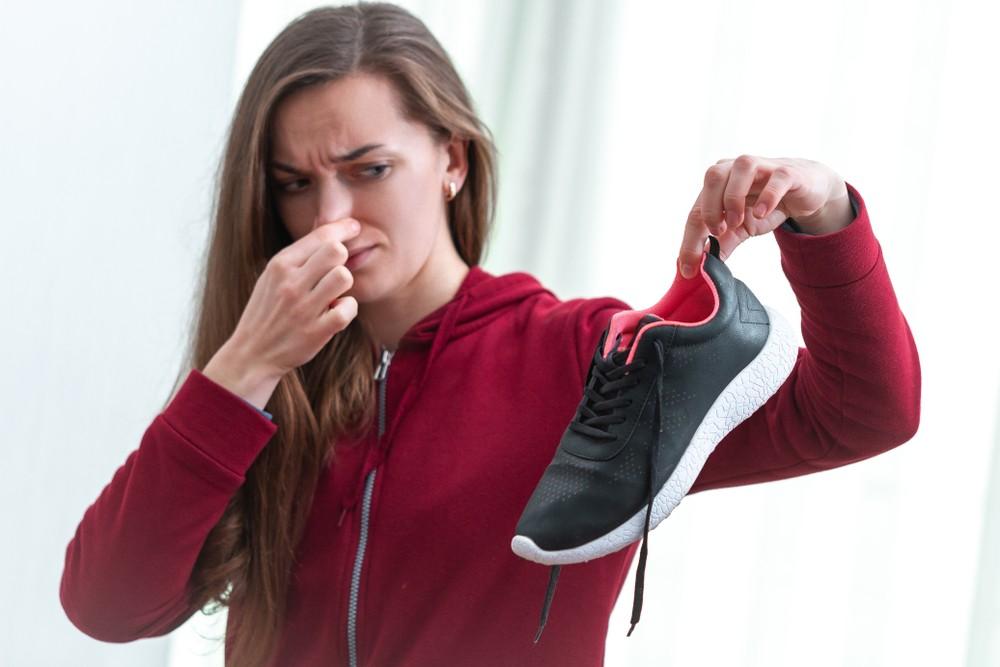 汗水被困在鞋水,就難以蒸發,造成腳臭。
