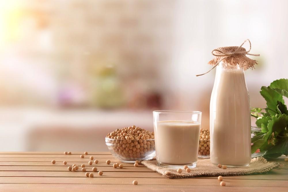 非乳製奶可取代一般的乳製品, 杏仁奶、 豆漿和米奶,通常經過強化後,都含有大量的維他命B12。