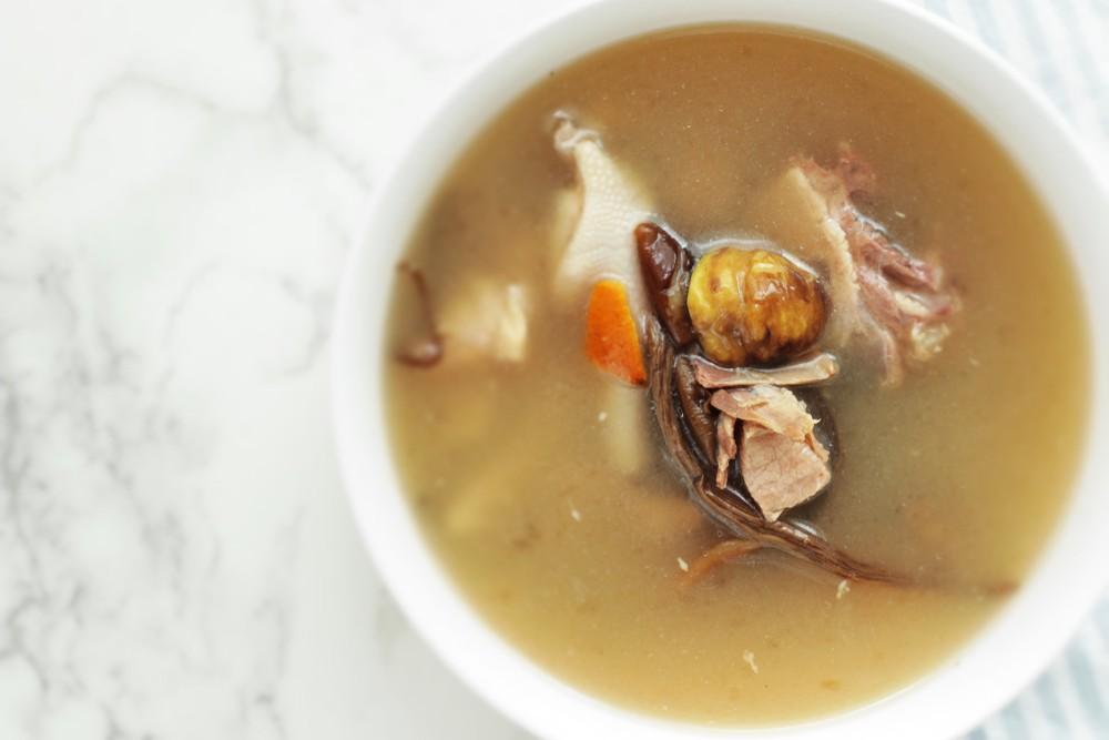 淮山栗子燉雞湯可健脾養胃,補腎強筋,讓你免受寒邪入侵。