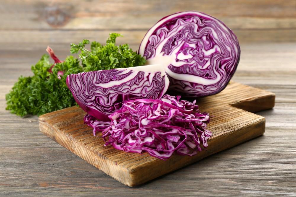 紫椰菜和一般椰菜味道相似,不過紫椰菜含有更多植物性化合物,被指可改善心臟和骨骼健康、減低炎症,和預防某些癌症。