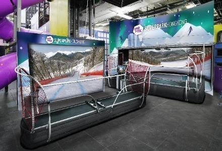 香港SuperPark最近引入兩部仿真度極高的滑雪和滑雪板引力模擬器SuperSKI。