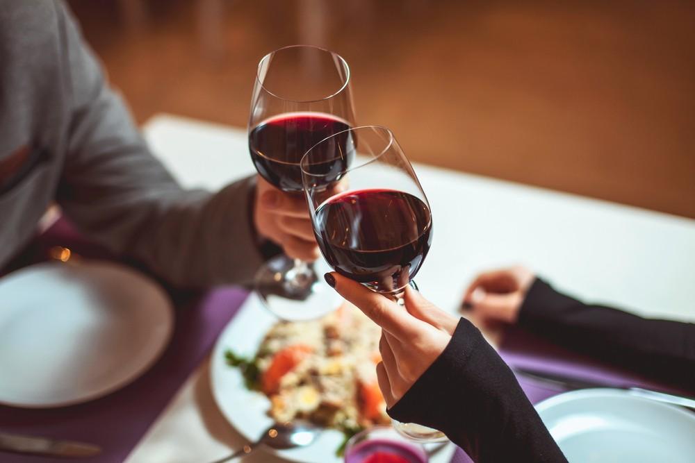 紅酒具有抗氧化功能,達到預防衰老的功效。
