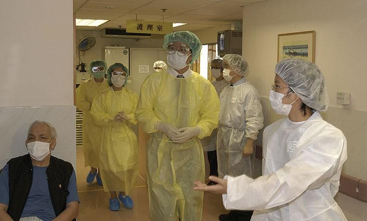 人類感染SARS疫情是於2002年11月首先在廣東順德爆發。