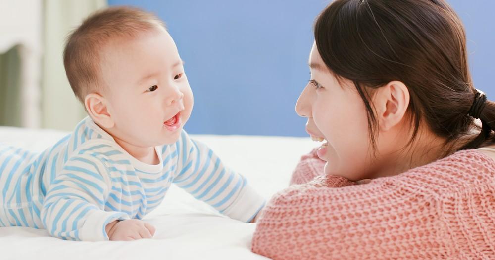 媽媽語高頻的特性,有助於幼兒接收。