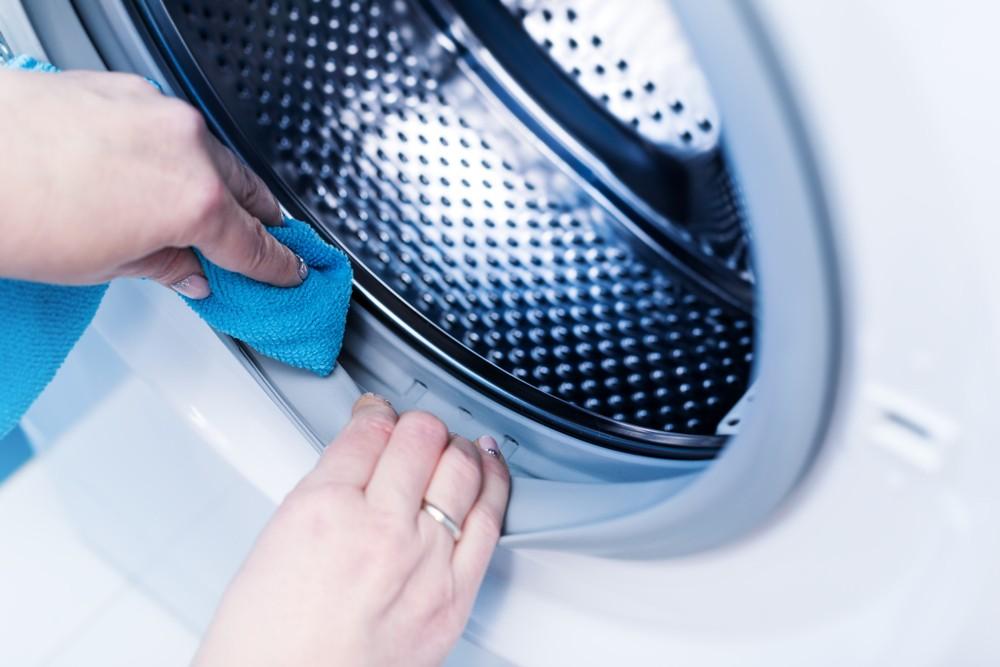 用梳打粉定期清潔洗衣機十分有用。