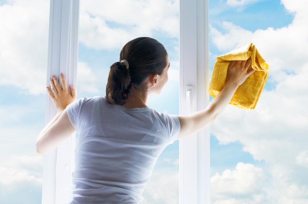 將白醋和溫水以1:5的比例調和,將其變身成環保清潔液這也可將玻璃擦得乾乾淨淨。