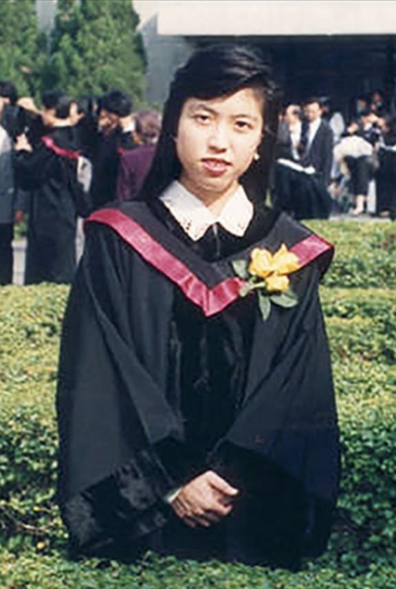 2003年香港爆發沙士,8名前線醫護人員不幸犧牲,包括因救人而染上沙士的屯門醫院謝婉雯醫生。當年5月13日,謝婉雯逝世,終年35歲。