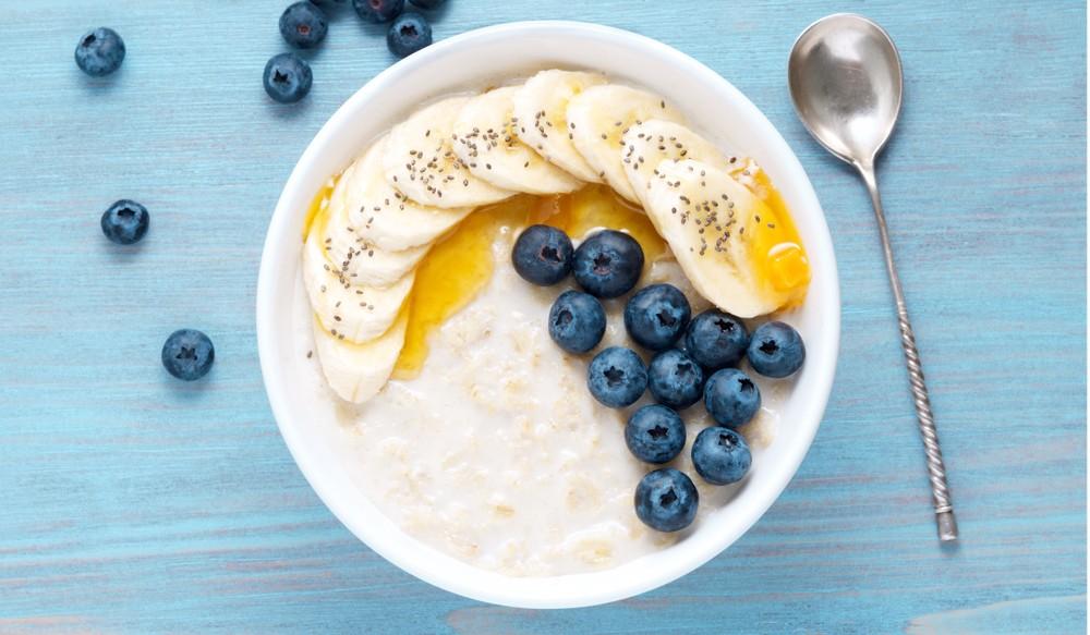 一份燕麥片大約150卡路里,倘若需要更多熱量,可以加上水果。