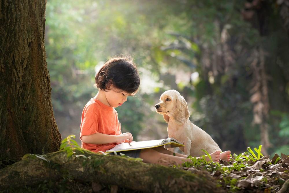 家裡有養寵物的小朋友比較不容易患過敏症。